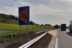AA raises red flag over smart motorway schemes refuge spacing image