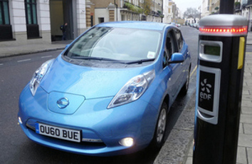 Councils need to up the pace on electric vehicle charging points image