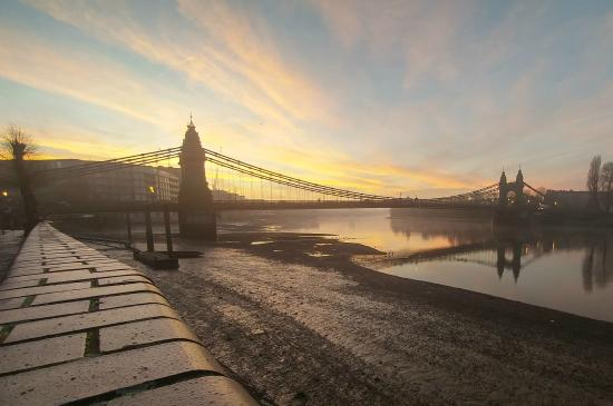 Hammersmith Bridge closed to traffic indefinitely  image