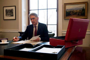 Hammond to announce £25bn RIS2 as part of £30bn transport cash image