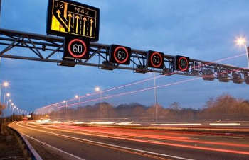 Highways England reviewing use of variable speed limits image