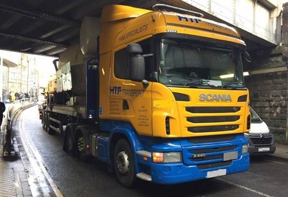 Lorries can't limbo: Drivers told to wise up and size up image