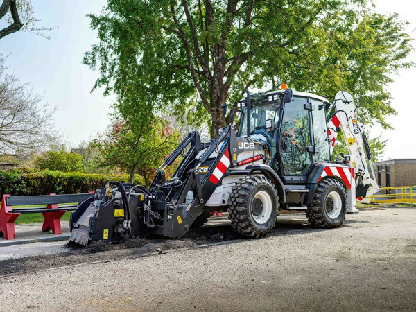 Small but perfectly driven - JCB launches new backhoe for highways image